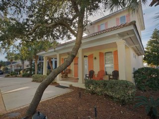Bright House with Internet Access and Shared Outdoor Pool - Miramar Beach vacation rentals