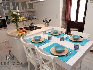 CR115Porto - Vitória Clérigos House - Porto vacation rentals