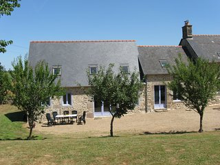 Large house 15 mins to Mont St Michel and 30 mins sandy beaches, sleeps 10 - Le Ferre vacation rentals