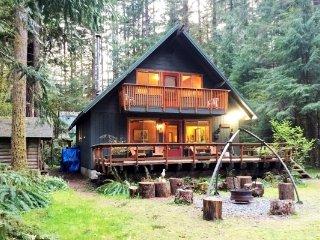 CR100dCityofGlacier - 09SL Snowline Cabin #9 - A country style cabin perfect - Glacier vacation rentals