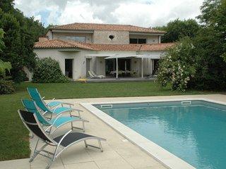 Propriété 390m2 sur 5000 m2 paysagé 30km La Rochelle(15 kms Venise verte - Saint Georges du Bois vacation rentals