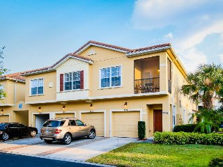 Two-level home w/ hot tub, pool, tennis, 1.5 mi to Disney - snowbirds welcome! - Kissimmee vacation rentals