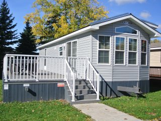 2 Bedroom Cottage in Beachfront Family Resort - Fort Erie vacation rentals