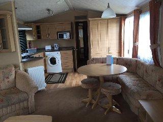 3 Bed Deluxe Static Caravan, Haven Seashore, Spacious Family getaway, Jasmine 23 - Great Yarmouth vacation rentals