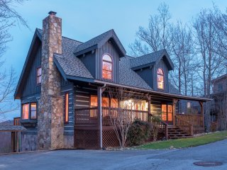 MOUNTAIN HAVEN-5 BD/3BA/WI-FI/HOT TUB/THEATRE & GAME-GORGEOUS MTN VIEWS/SLEEP 14 - Gatlinburg vacation rentals