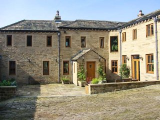 SPRINGFIELD FARM, detached, private grounds, hot tub, WiFi, nr Hebden Bridge - Hebden Bridge vacation rentals