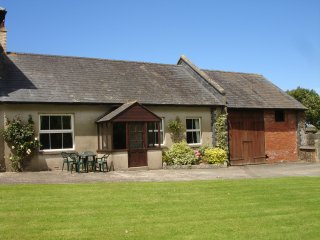 Nice 2 bedroom Poundstock Cottage with Internet Access - Poundstock vacation rentals