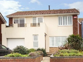 CHALKY DOWNS, seafront, semi-detached, WiFi, in Broadstairs, Ref 938942 - Kingsgate vacation rentals