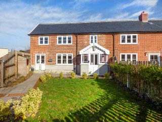 MULBERRY COTTAGE, semi-detached, private garden, off road parking, in Hadleigh - Hadleigh vacation rentals