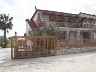 On the beach 95sq.m 1st floor apartment in Katarachi Lechaina - Kylini vacation rentals