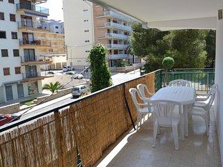 Comfortable 2 bedroom Condo in Salou with Internet Access - Salou vacation rentals