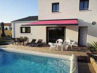 Villa des Glycines - Piscine chauffée privée de début avril à début nobembre - Saujon vacation rentals