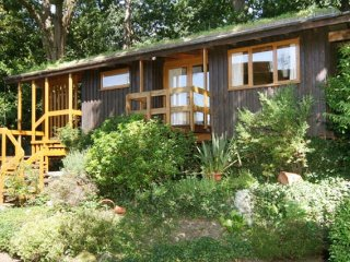 Beautiful & peaceful detached Eco-Lodge, 30-40 mins to city center - Bromley vacation rentals