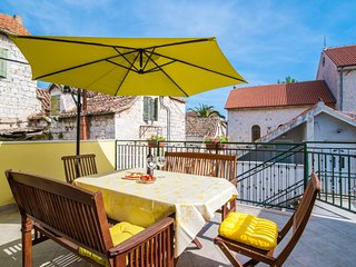 Modern and Sweet Apartment Ana - Kastel Stafilic vacation rentals