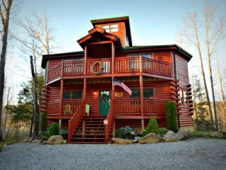 Perfect Family Getaway! Private Indoor Pool -Theater Room - Pool Table - Hot - Cosby vacation rentals