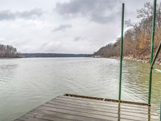 New! Lakefront 3BR 'Oasis on the River' - Wyandotte vacation rentals