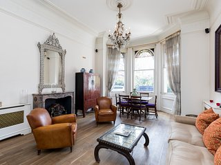 Wonderful Quaint 2bed 2bath by Earls Court station - London vacation rentals