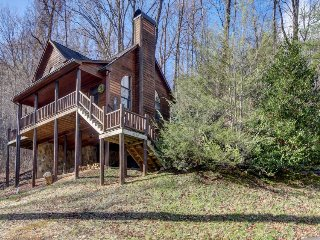 Private cabin getaway with hot tub, jetted tub, and tranquil surroundings - Wears Valley vacation rentals