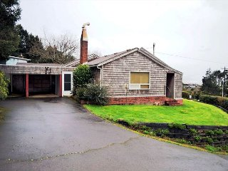 BEACH BUNGALOW ~ Classic Beach Home - Ocean & NeahKahNe mountain views! - Nehalem vacation rentals
