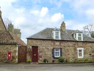 KIRKGATE COTTAGE, open fire, pet-friendly, WiFi, pub 1 min walk, in Chirnside - Chirnside vacation rentals
