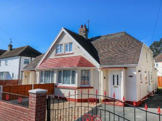 MAESDU COTTAGE, semi-detached, three bedrooms, enclosed garden, pet-friendly - Llandudno vacation rentals