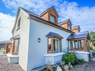 TIGH AN DROICHID, en-suites, woodburning stove, close to seaside - Ballinskelligs vacation rentals