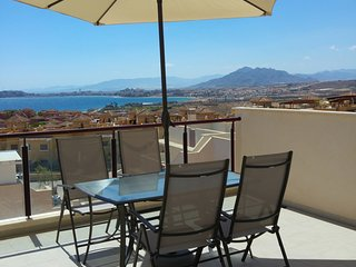MH10 Lovely 2 bed 2 bath apartment, sea views, stunning! - Isla Plana vacation rentals