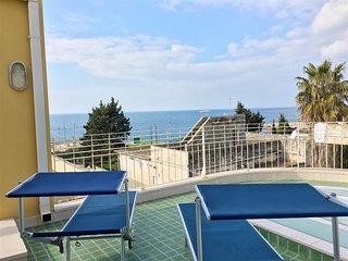 Attico 4 Colonne Vista Mare, 1 camera, 2 pax, S. Maria al Bagno - Santa Maria al Bagno vacation rentals