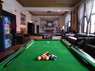 Probably the best party apartment on the corner of Princes Street for 20 - Edinburgh vacation rentals