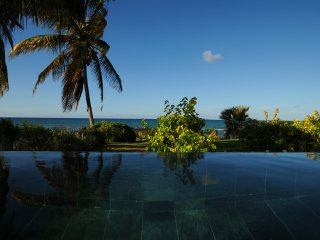 Beach an Pool villa 2 in the north of the Island, on the beach, restauant nearby - Pointe aux Cannoniers vacation rentals