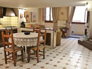Central Fiorentine Apt. upto 4 people 2 steps from Ponte Vecchio - Florence vacation rentals
