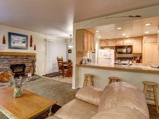 Cozy, renovated condo close to skiing w/ shared hot tub/pool/sauna/tennis - Mammoth Lakes vacation rentals