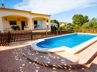 Villa Mas Borras, nestled in the hills of Costa Dorada, only 3km from the beach! - El Vendrell vacation rentals