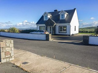 5 RINEVILLA VIEW, pet-friendly, sea views, open fire, en-suites, in Cross near Carriagholt, Ref. 27717 - Cross vacation rentals