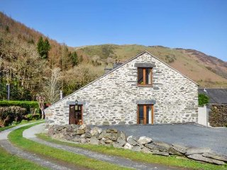 HENDRE BACH BARN, barn conversion, three bedrooms, WiFi, pet-friendly, in - Abergynolwyn vacation rentals