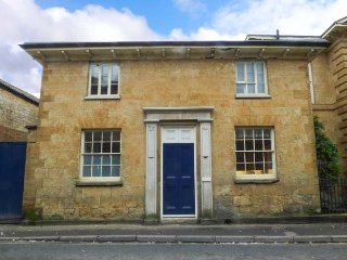 EAST WING, woodburner, two bedrooms with en-suites, WiFi, in Crewkerne, Ref - Crewkerne vacation rentals