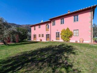 Spacious 5 bedroom Villa in Buggiano with Internet Access - Buggiano vacation rentals