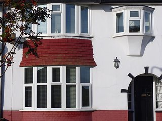 Dog-friendly Holiday Home ideal for Families near Beach and Golf Course - Margate vacation rentals