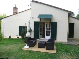 Near Saint Emilion, wine, food and nature getaway - Lamothe-Montravel vacation rentals