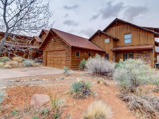 Mountain view home w/ private hot tub & patio - close to golf, trails & more! - Moab vacation rentals