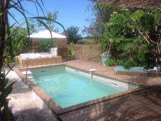 Gite Côté Cannes , piscine , proche mer et centre ville : logement le Sunset - Grand Bourg vacation rentals