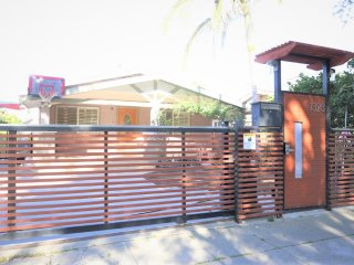 Newly Renovated Craftsman 3+2 House+Washer & Dryer in the Heart Of Hollywood - West Hollywood vacation rentals