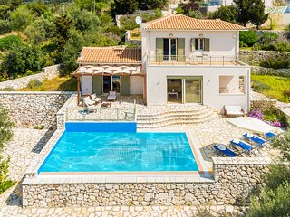 Sunny 2 bedroom Poros Villa with Deck - Poros vacation rentals