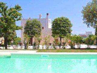 Trullo Francesca: exclusive trullo with pool in 17th century farmhouse - Gorgofreddo vacation rentals
