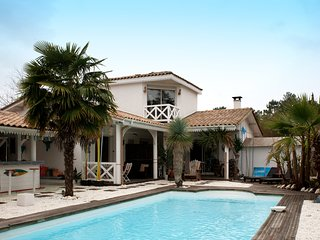 Villa with  pool on a golf course - Gujan-Mestras vacation rentals