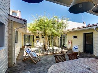Five-bedroom apartment around a patio - Arcachon vacation rentals