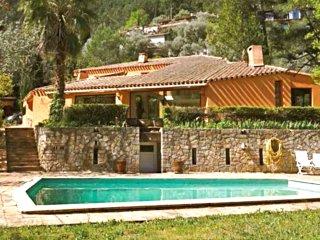 Vaste villa d'architecte, prestations de qualité, proche Hyères et plages - Sollies-Ville vacation rentals