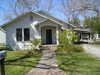 Beautiful House with Washing Machine and Television - Shiner vacation rentals