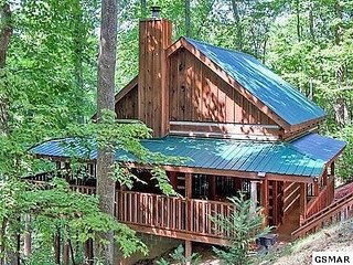 MOUNTAIN HIDEAWAY - AUTHENTIC LOG CABIN MINUTES TO PARKWAY AND ATTRACTIONS!!! - Pigeon Forge vacation rentals