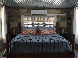 Grey Forest Cottages (Robert Wood Art Cottage) - Helotes vacation rentals